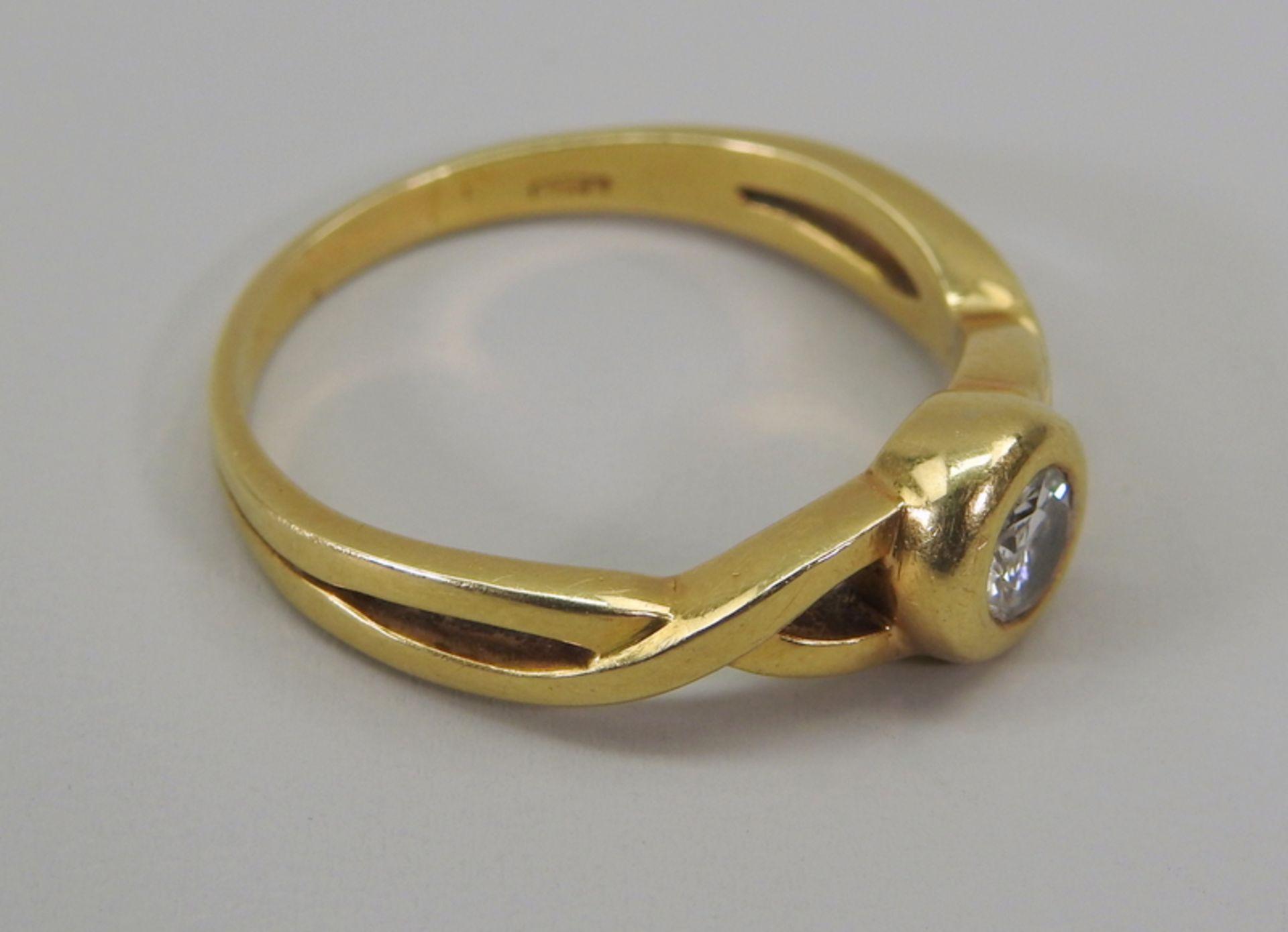 Schwerer Diamant-Ring18 K. Gelbgold. Herren-Ring mit zentralem Diamant-Besatz von ca. - Image 5 of 6