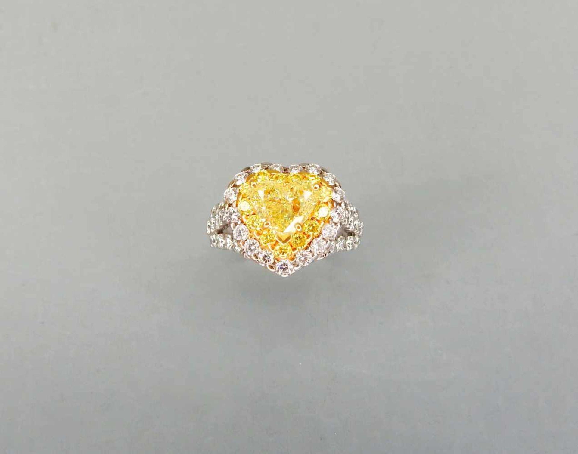 Außergewöhnlicher Diamantring18 K Weißgold. Auffälliger herzförmiger, gelber Diam