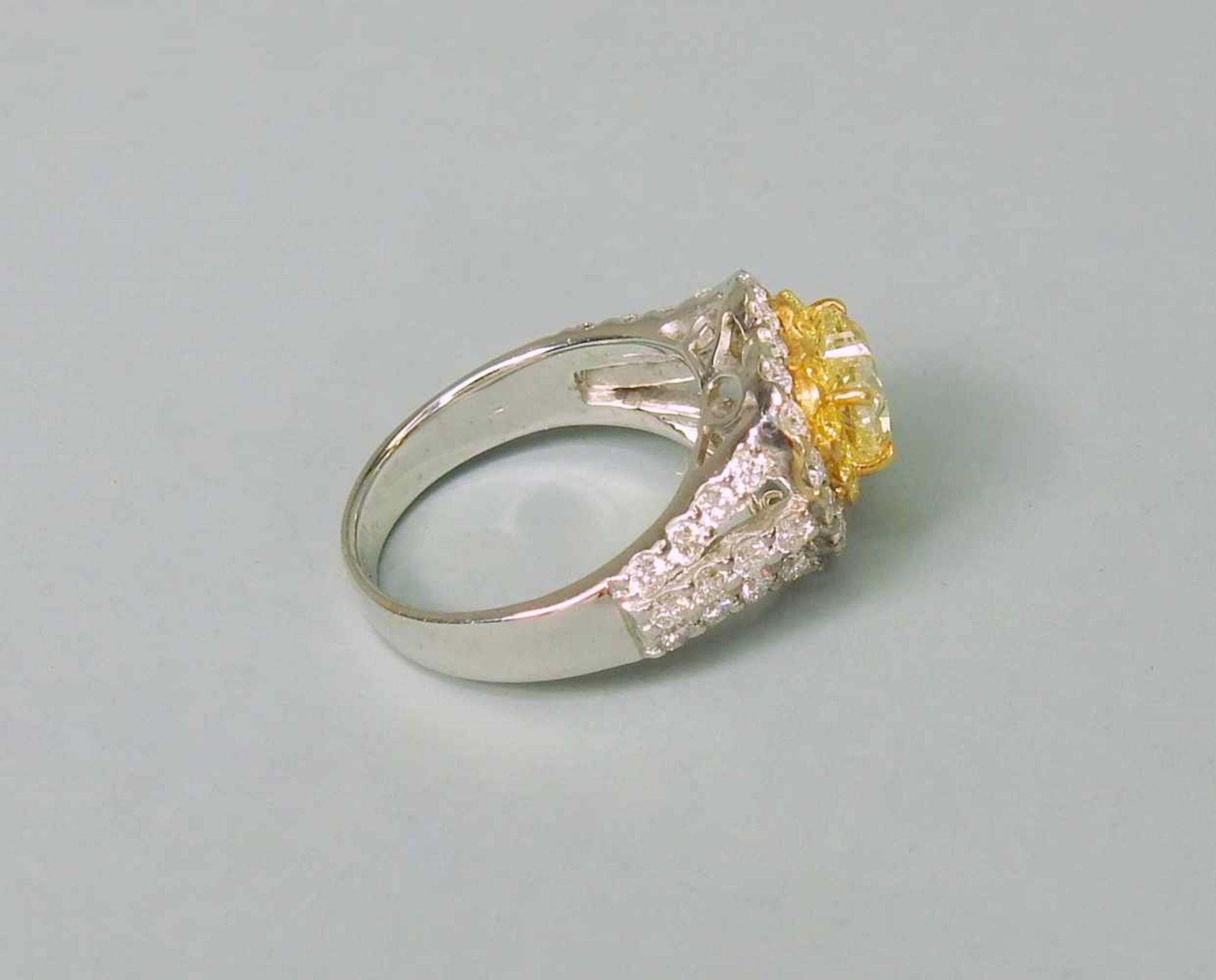 Außergewöhnlicher Diamantring18 K Weißgold. Auffälliger herzförmiger, gelber Diam - Image 3 of 3