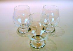 Cartier, 3 Cognac-SchwenkgläserDurchsichtiges Glas, inwendig leicht kanneliert, am Bo