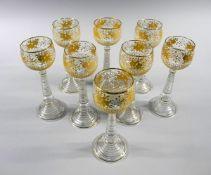 8 hochwertige RömergläserKlarglas, gold staffiert. 8 hochwertige Gläser auf schmale