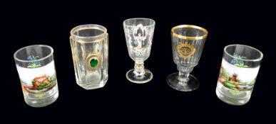 Konvolut von Gläsern Glas. Konvolut bestehend aus 5 Gläsern, darunter 2 Becher aus d