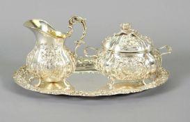 Prächtiges Kaffee-Set Silber 800, am Boden einzeln mit Feingehaltsstempel sowie Halbm