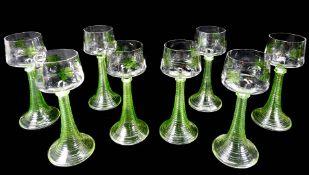 Herrschaftliche Weinrömer Hellgrünes Glas mit trompetenförmigen quergerippten Hohls