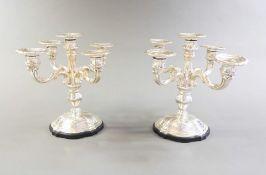 Prächtige Kerzenleuchter Silber 800, am Fuß mit Feingehaltsstempel, Land- und Herste