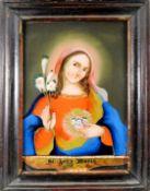 Heiliger Herz Mariens Hinterglasmalerei. Vor dunklem Hintergrund frontale Darstellung