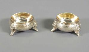 Paar hübsche kleine Salière Silber 800, am Boden mit Feingehaltsstempel punziert. Au