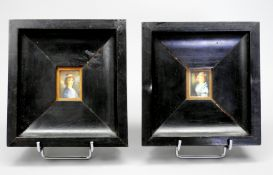 Miniatur-Gegenstücke Gouache/Bein. Zwei kleine seitliche Brustbildnisse zweier Damen,