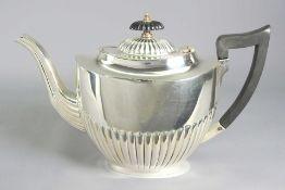 """Englische Teekanne Silber plated, am Boden """"EPNS Made in Sheffield England"""" punziert."""