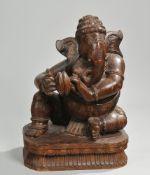 Skulptur des GaneshaHartholz, geschnitzt. Auf Lotossockel Darstellung des sitzenden Ganesha m
