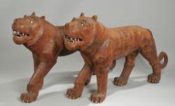 TigerpaarHartholz, geschnitzt, part. farbig gefasst. Darstellung eines schreitenden Tigerpaar