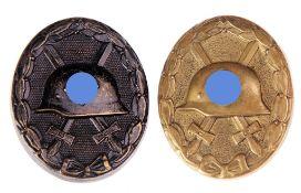 Paar Abzeichen 2. WKVersch. Materialien u. Erhaltungszustände. H. 4,3 cm.