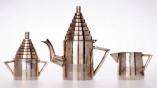 Art-Déco-KernstückMetall, vernickelt. Kanne, Milchgießer und Zuckerdose im Art-Déco Stil.