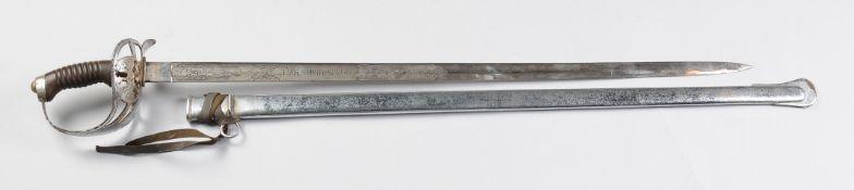 Degen des 1. Garde-Ulanen-RegimentsStahl, silberfarben gefasst. Kräftige Rückenklinge mit b