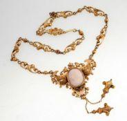 Historistisches Collier mit Kamee585er GG. Durchbrochen gearbeitete ornamentale Kettenglieder
