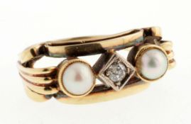Art-Déco-Perl-Diamant-Ring585er GG. Flache, an der Schulter 2-geteilte Ringschiene. Schaus.