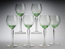 Sechs Uranglas-WeingläserFarbloses Glas u. hellgrünes Uranglas. Formgeblasen. Scheibenfuß,