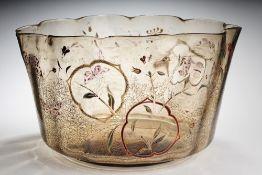 Großer Gallé-Cachepot. Bräunlich getöntes Glas. Formgeblasen u. frei geformt, ausgeschliffener Abr