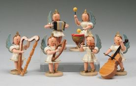 Konvolut Figuren Engel-Kapelle6-tlg. Holz, gedrechselt, polychrom bemalt. Auf runder Plinthe
