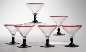 Sechs Art-Déco-LikörkelcheFarbloses Glas mit krakelierter Oberfläche, schwarzes Opalglas.
