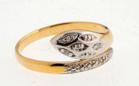 Schlangen-Ring585er GG. Gewölbte Ringschiene in Form einer Schlange. Schaus. der Kopf u. das