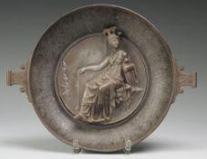 Replik der Hildesheimer Athena-SchaleMetallguss, versilbert, part. vergoldet. Gemuldeter, run