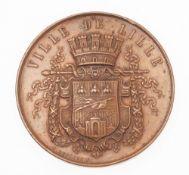 """Medaille """"Ville de Lille""""Bronze, patiniert. Runde Tafel. Avers bekröntes Stadtwappen von Lil"""