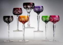 Konvolut Römer7-tlg. 5/ 1/ 1. Farbloses Kristallglas, part. rot, violett, grün bzw. orangef