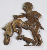 Art-Déco-MöbelbeschlagBronze, patiniert. Die mythologische Reliefdarstellung zeigt einen Ma