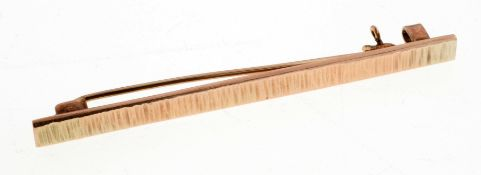 Stabbrosche333er Gold. Schmaler Steg mit strukturierter Oberfläche. Rücks. Nadel mit Hakens