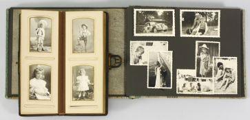 Album mit Cartes de Visite43 Atelierfotografien. Silbergelatineabzüge Versch. Fotografen, u.