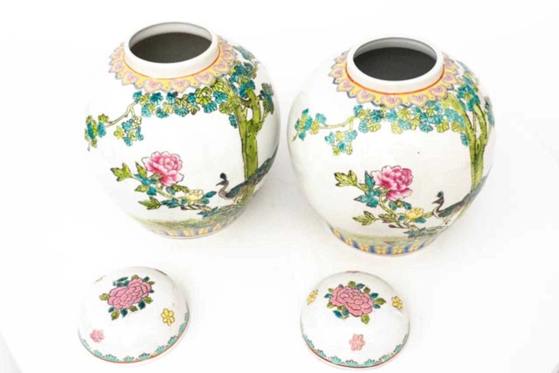Paar chinesische Deckelvasen - Image 4 of 6