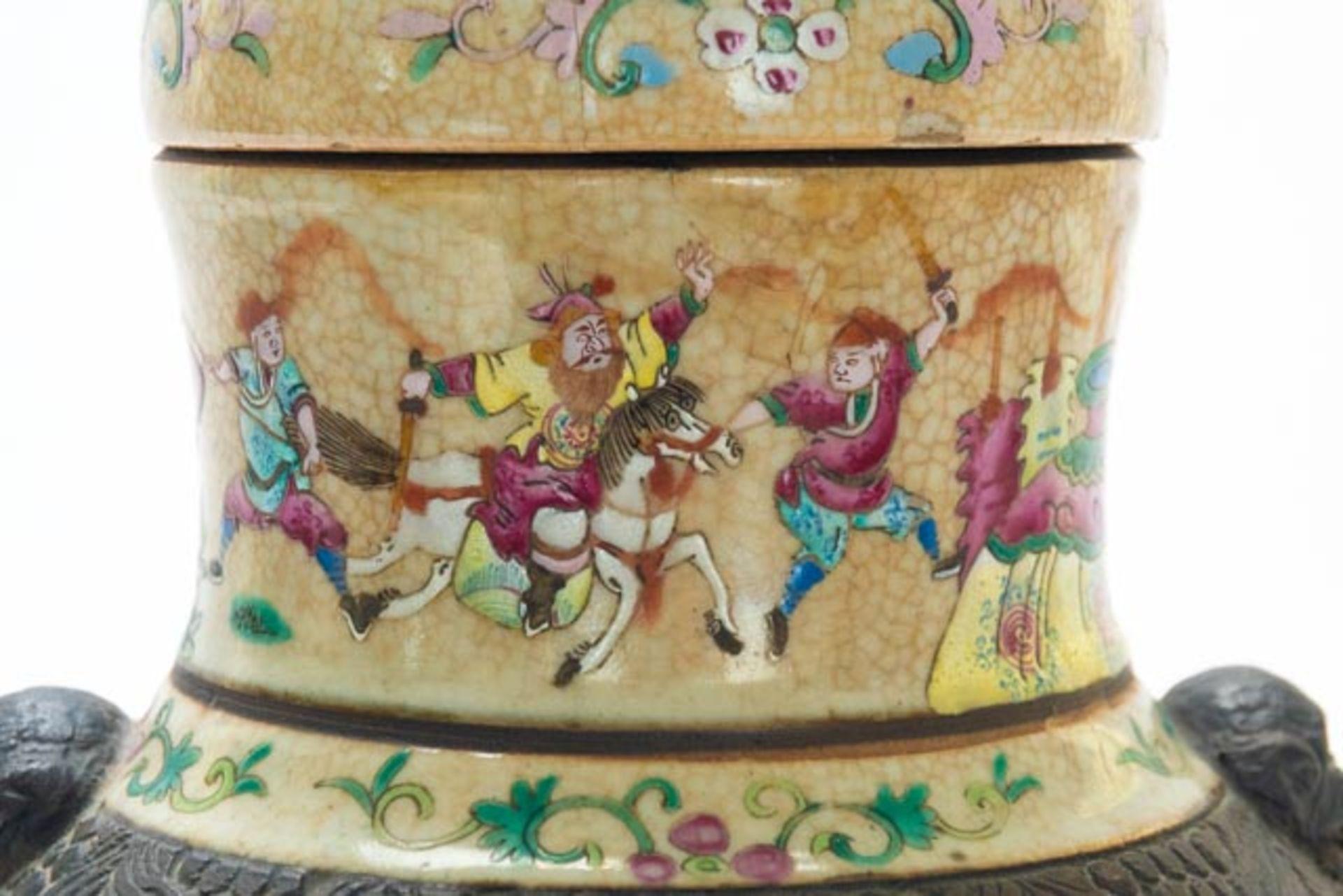 Chinesische Deckelamphore mit Schlachten - Image 10 of 13