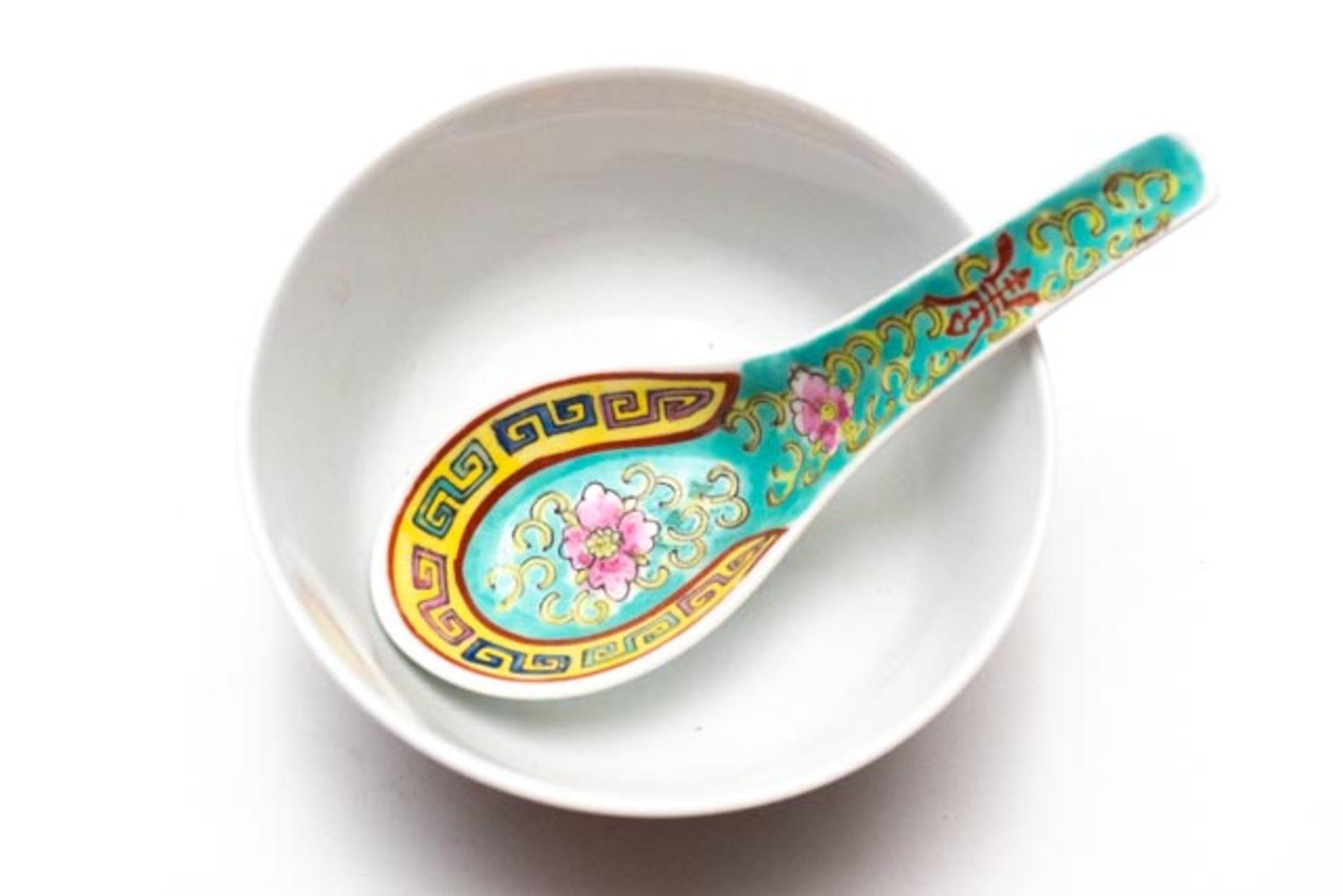 Asiatische Porzellankumme mit Porzellanlöffel - Image 2 of 5