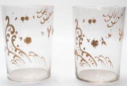Paar feine Glasbecher mit Goldauflage.