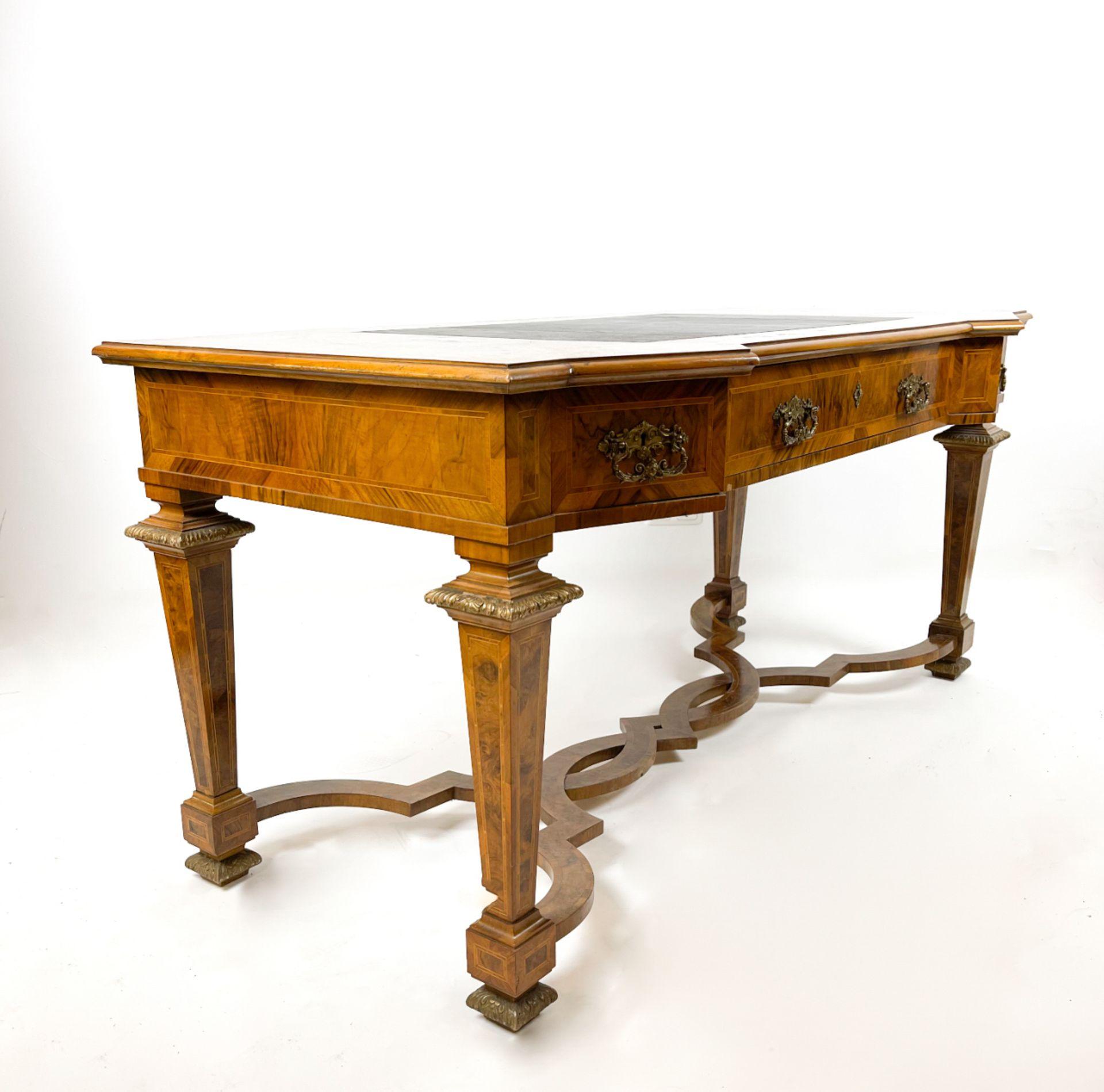 Prunkvoller intarsierter barocker Schreibtisch