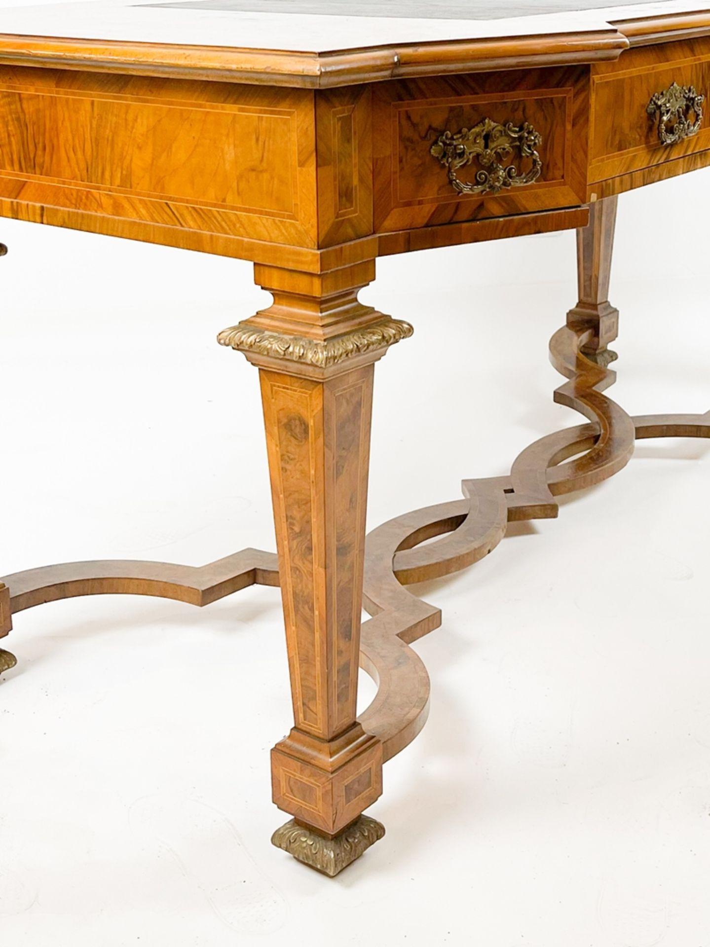 Prunkvoller intarsierter barocker Schreibtisch - Bild 3 aus 4