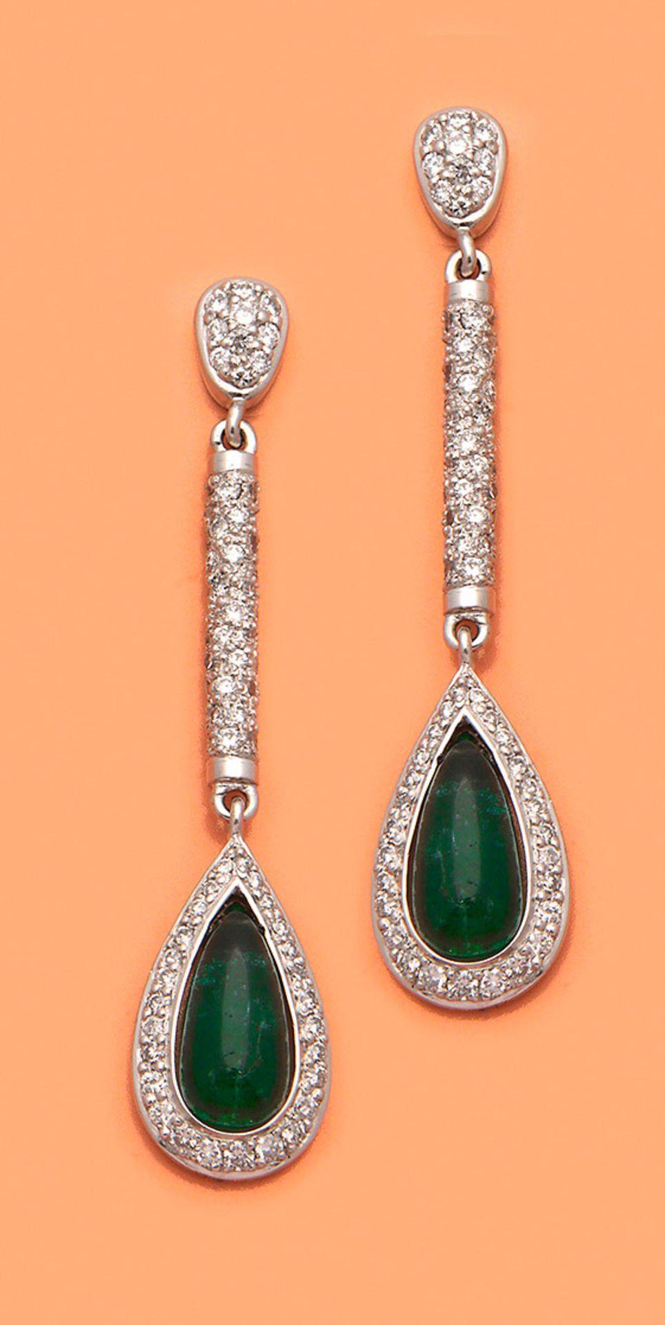Paar elegante Smaragd-Ohrgehänge