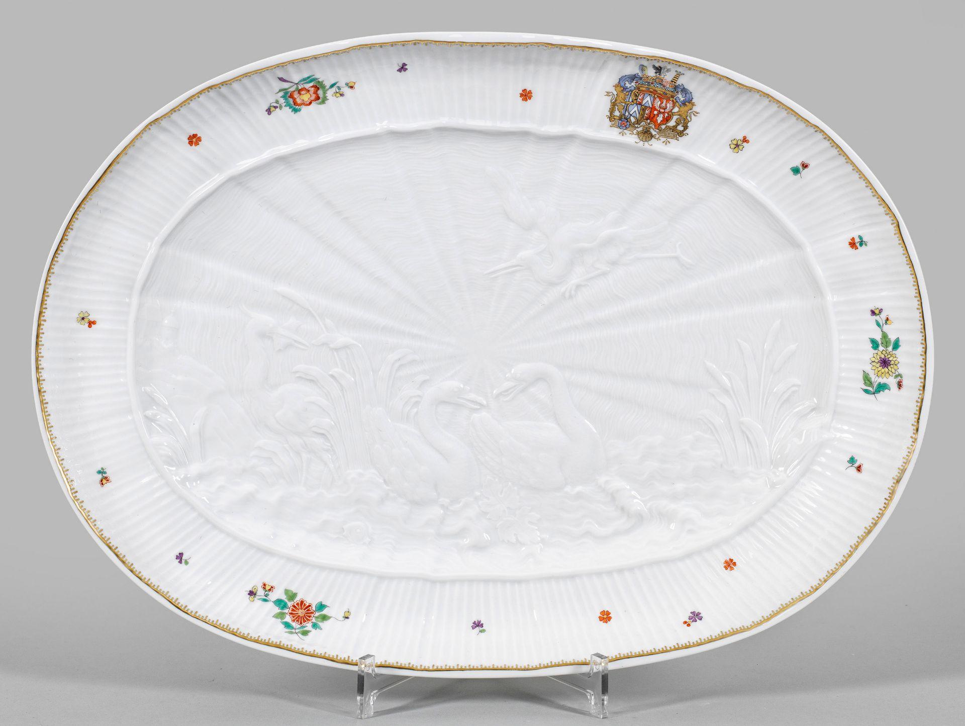 Große ovale Anbietplatte mit Schwanenservice-Dekor