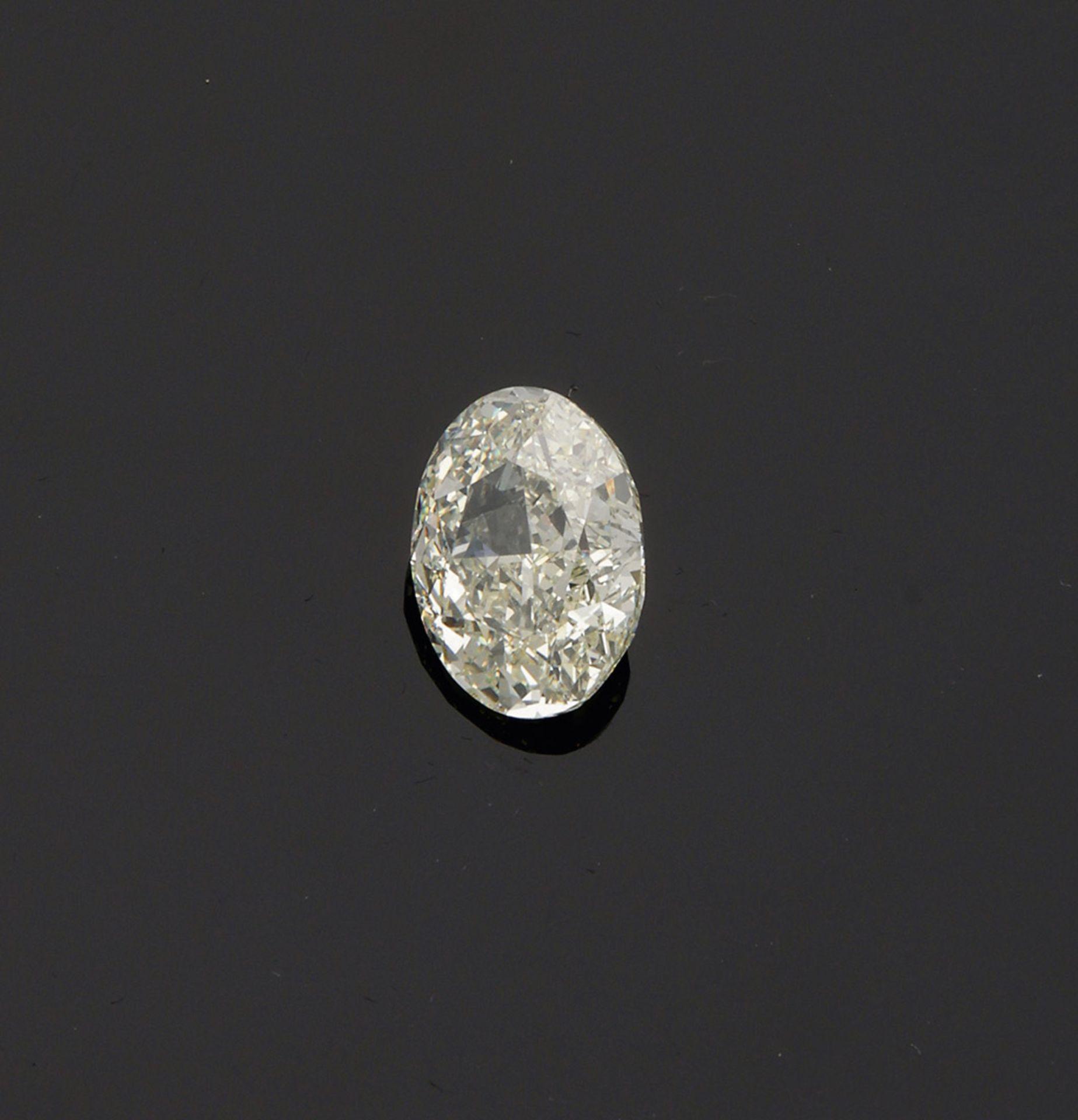 Großer Diamantsolitär im Ovalschliff