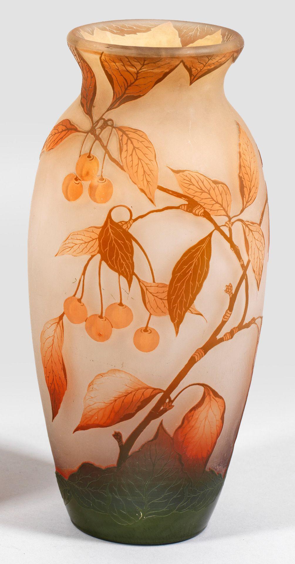 Arsall-Vase mit Dekor aus reifen Kirschzweigen