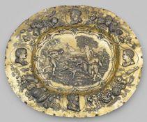 Monumentale Historismus-Schauplatte mit Wildschweinhatz