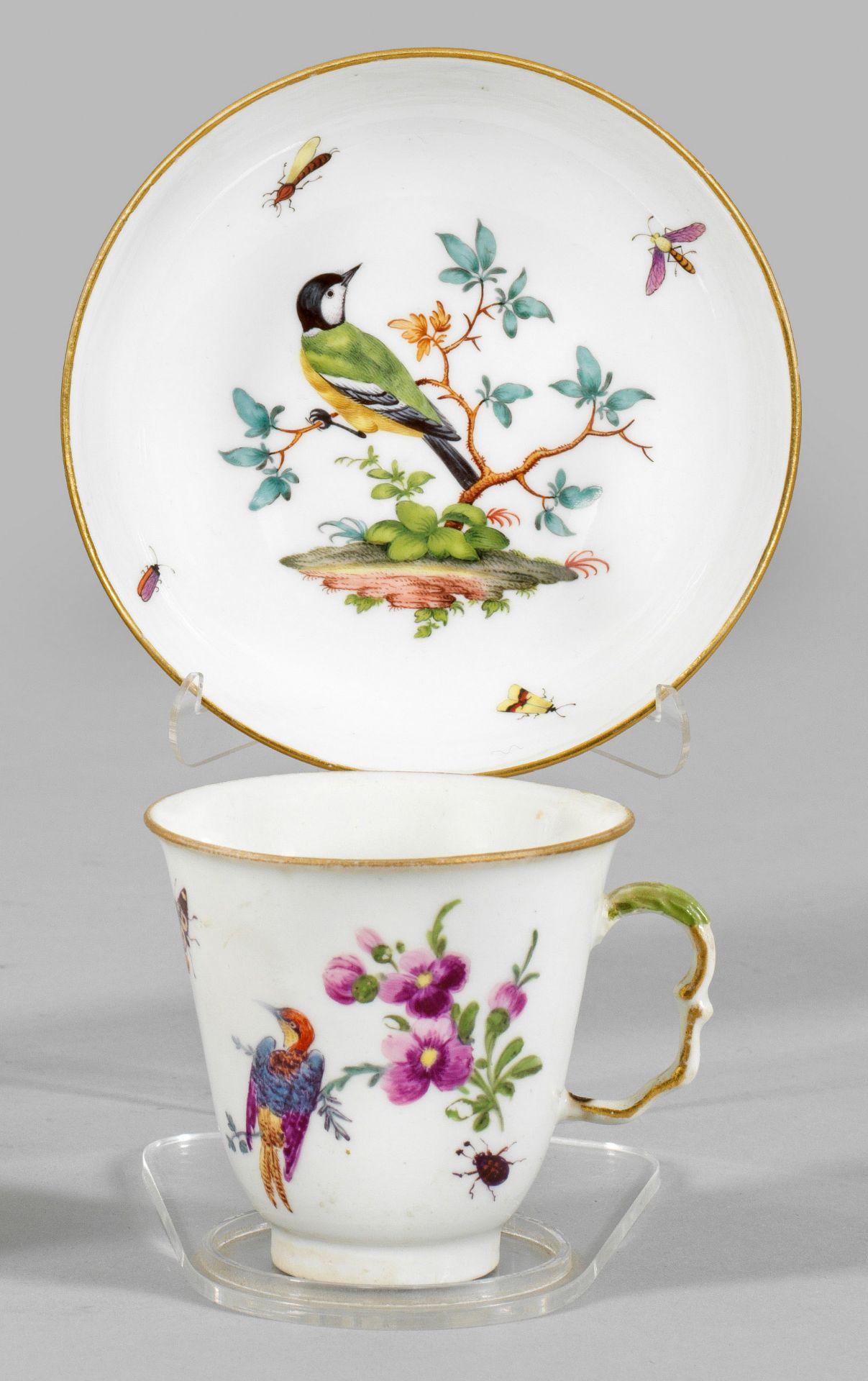 Ziertasse mit Vogel- und Blumendekor