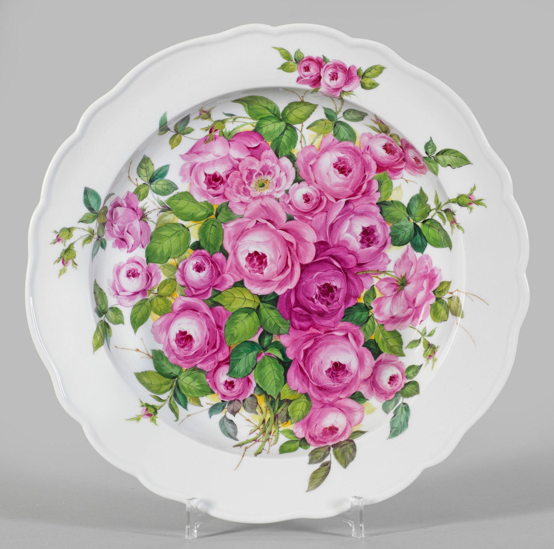 Große Zierschale mit Rosendekor