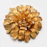 Große Blüten-Brosche mit Diamanten in Ajour