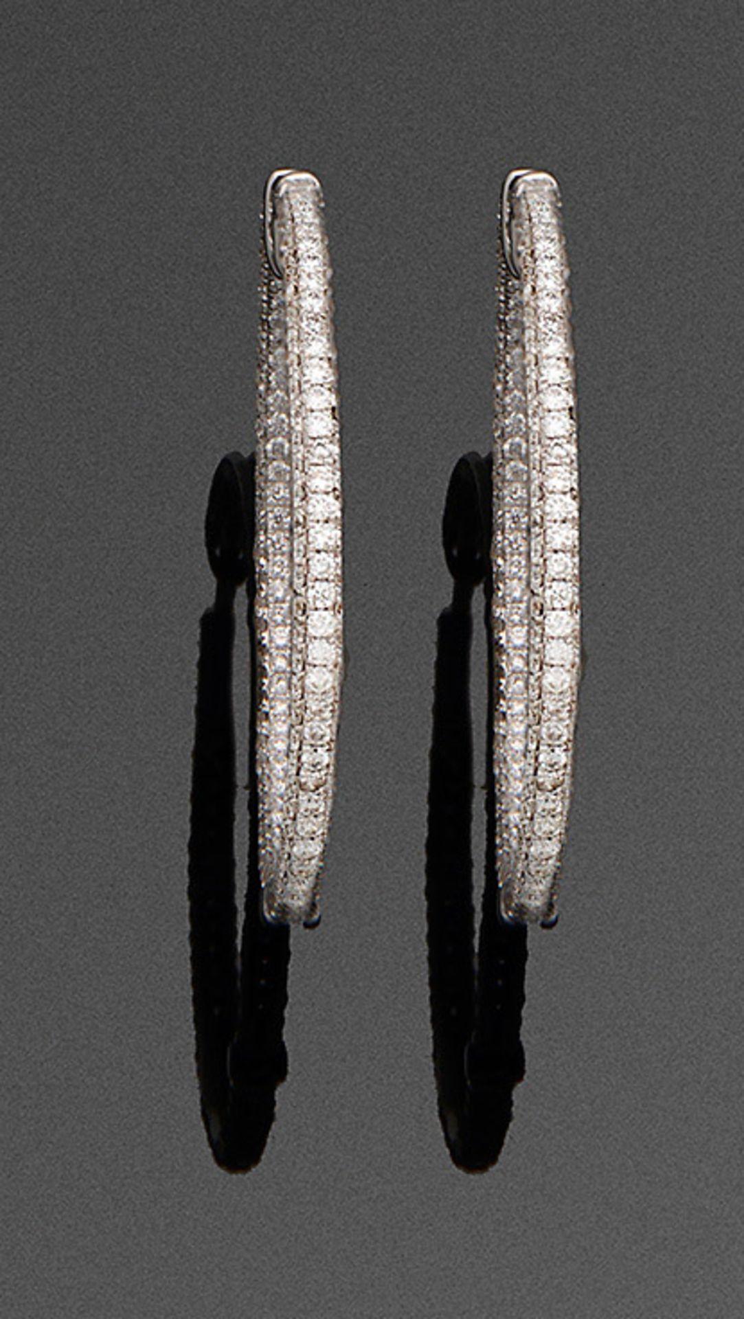 Paar elegante Diamant-Creolen