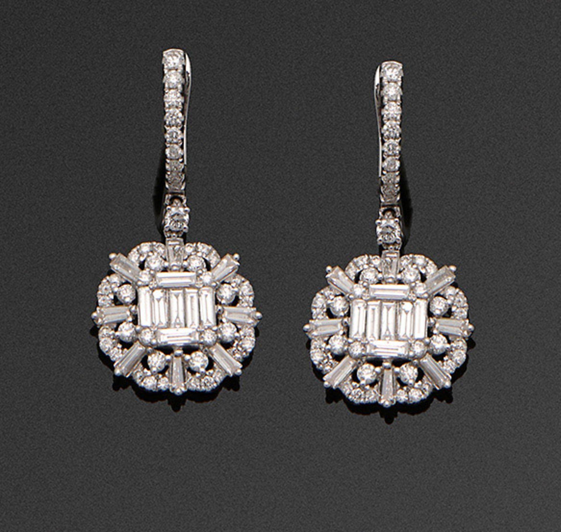 Paar hochfeine Diamant-Ohrgehänge