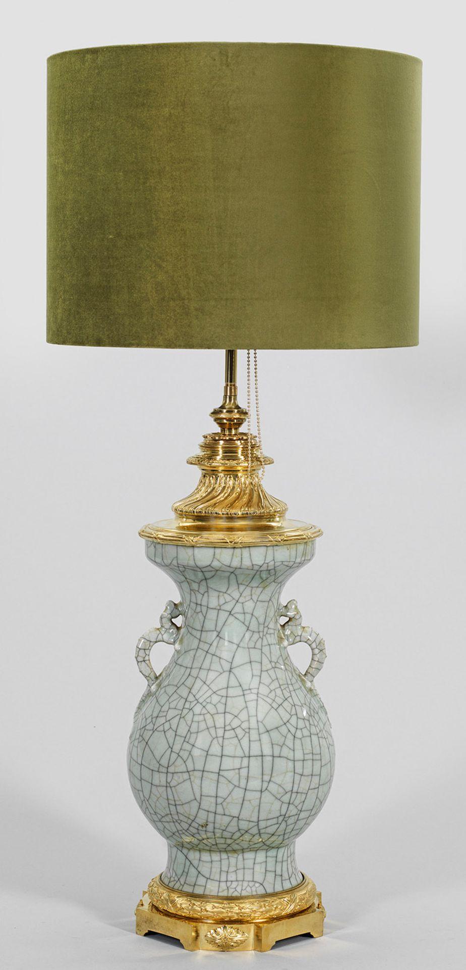 Prächtige Tischlampe mit chinesischer Seladonvase