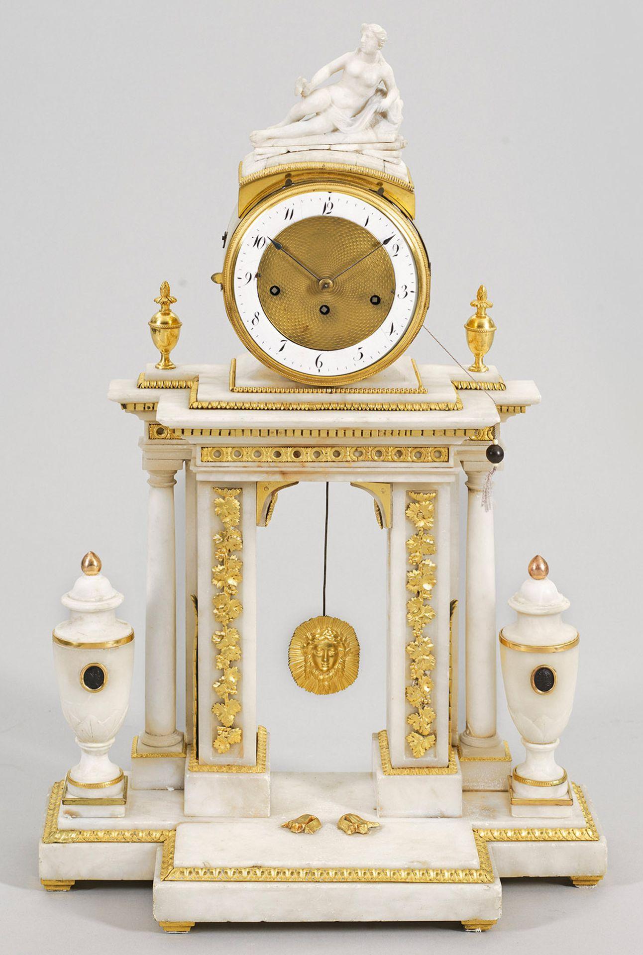 Große Louis XVI-Portaluhr