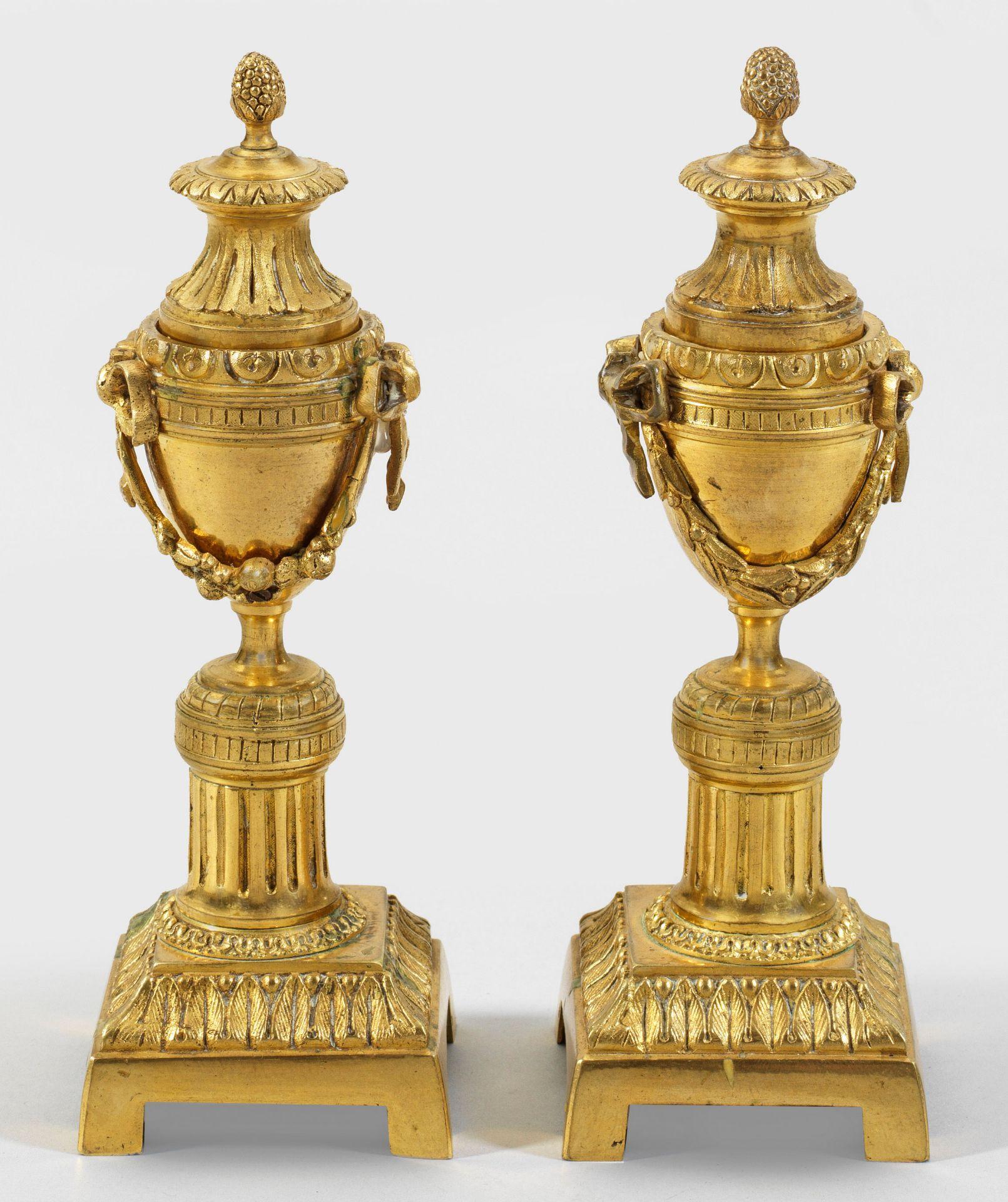 Zwei Louis XVI-Cassolettes